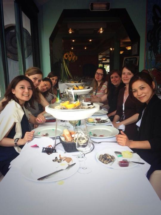 the ladies of Awesome Ladies Club eating oysters in Cannes