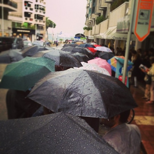 a line of umbrellas trying to get into Alleluia at the Theatre Croisette
